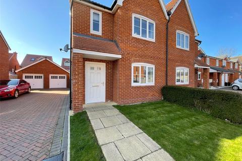 3 bedroom semi-detached house for sale - Garden Close, Grantham, NG31