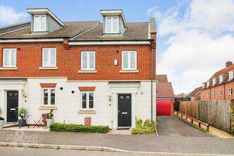 4 bedroom townhouse for sale - Lord Nelson Drive, Costessey, Norwich