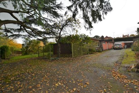 4 bedroom detached bungalow to rent - Bishops Drive, Southwell