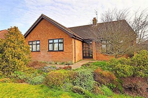 3 bedroom detached bungalow for sale - Berkeley Gardens, Lowestoft