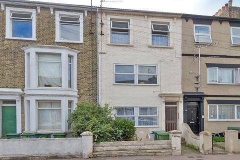 2 bedroom apartment to rent - Flat 2 49 Alma Road, Sheerness, Kent, ME12