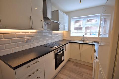 2 bedroom flat to rent - Dollis Drive, Farnham