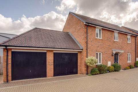 4 bedroom detached house for sale - Sandsdown Close, High Wycombe