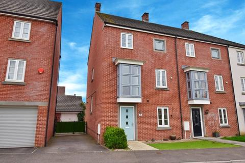 4 bedroom semi-detached house to rent - Cleeve Road, Marnel Park, Basingstoke, Hampshire, RG24