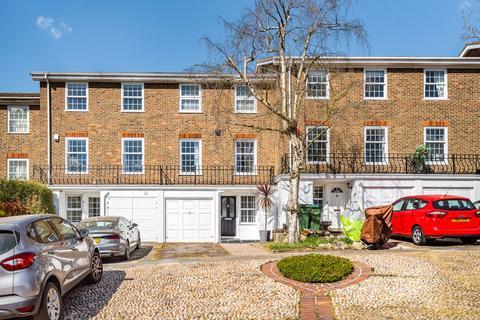 3 bedroom townhouse for sale - Kenilworth Gardens London SE18