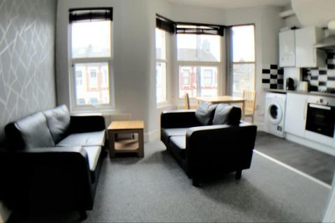 4 bedroom terraced house to rent - Kellino Street Tooting Broadway