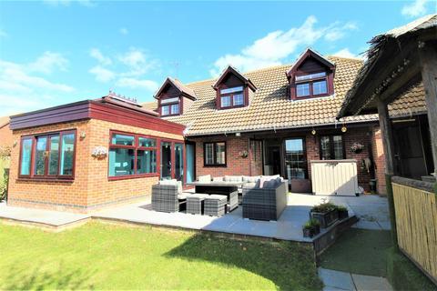 5 bedroom house for sale - Drake Avenue, Minster On Sea, Sheerness
