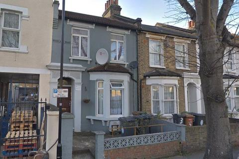 2 bedroom flat to rent - Buckland Road, LEYTON