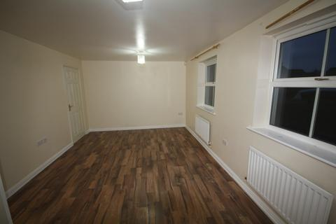 2 bedroom flat to rent - Shaw Gardens, Slough, SL3