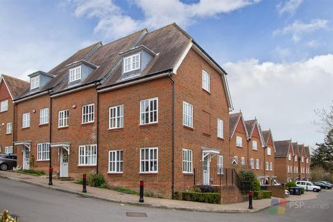 3 bedroom end of terrace house for sale - LIGHT, AIRY & SPACIOUS | Weavers Mead, Bolnore Village,  Haywards Heath