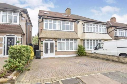 4 bedroom end of terrace house to rent - Aragon Drive, Ilford, Essex, IG6