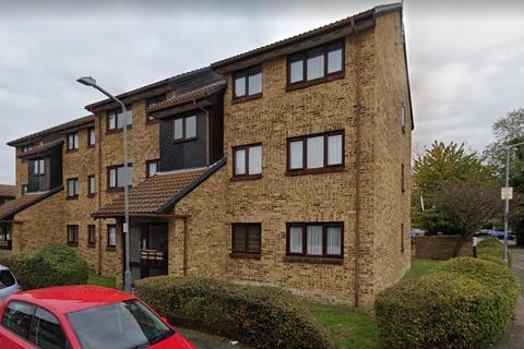 2 bedroom flat to rent - Crystal Way, Dagenham