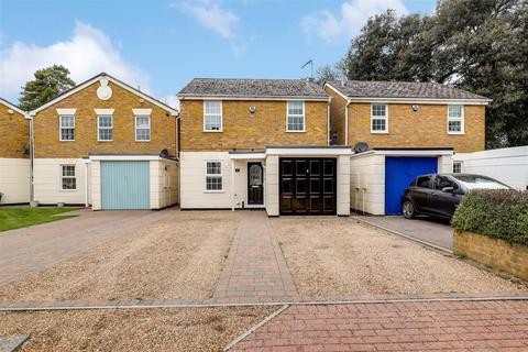 3 bedroom detached house for sale - Bell Road, Sittingbourne