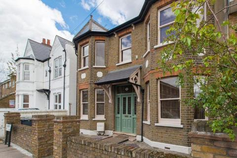Studio to rent - Willoughby Lane, London
