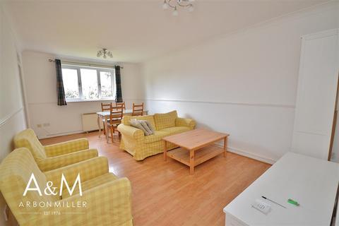 2 bedroom flat to rent - Davids Way, Hainault