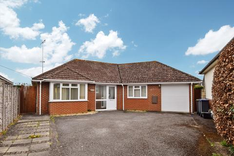 2 bedroom detached bungalow for sale - Pickneys Way, Durrington, Salisbury, SP4 8BU