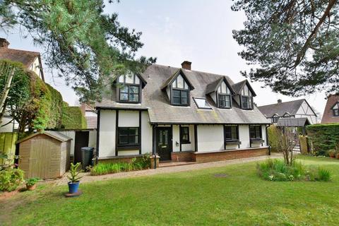 4 bedroom detached house for sale - Pinewood Gardens, Ferndown, BH22 9TT