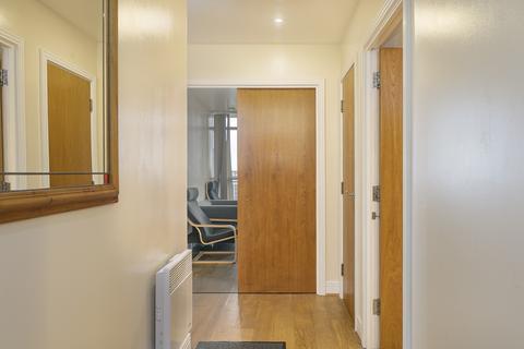 2 bedroom flat to rent - Gerry Raffles Square, London, E15