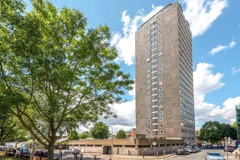 2 bedroom flat for sale - Austin Road, London, SW11