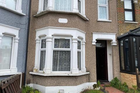 3 bedroom terraced house to rent - Sandyhill Road, Ilford