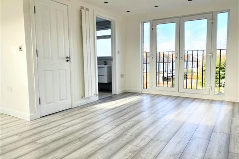 2 bedroom flat to rent - The Roundway, London N17