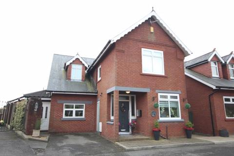 5 bedroom detached house for sale - The Burrows, DUMFRIES HOLLOW, Heywood OL10 1QP