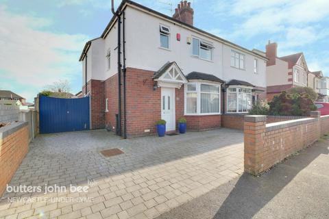 3 bedroom semi-detached house for sale - Reeves Avenue, Newcastle