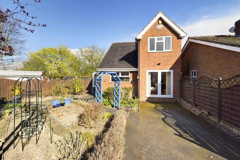 3 bedroom detached house for sale - Blackthorn Close, Hasland, Chesterfield, S41 0DY