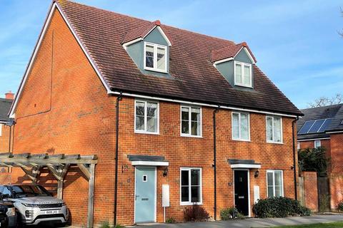 3 bedroom semi-detached house to rent - Jubilee Drive, Fleet