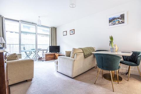 2 bedroom flat for sale - Queenstown Road, Battersea
