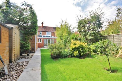 3 bedroom semi-detached house to rent - Woking Road, Guildford, Surrey, GU1