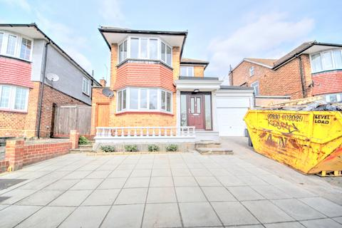 3 bedroom detached house to rent - Prince George Avenue, N14