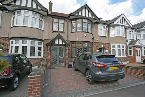 3 bedroom terraced house to rent - Priestley Gardens, Chadwell Heath, RM6