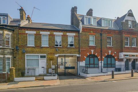 2 bedroom flat for sale - Plough Road, London, SW11