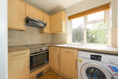 2 bedroom apartment to rent - Lavender Avenue, Worcester Park