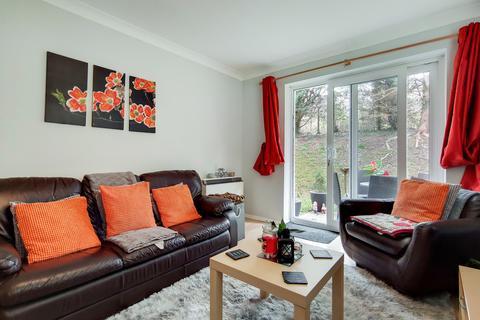 2 bedroom flat for sale - Birchend Close
