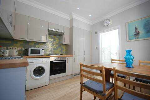 2 bedroom flat to rent - Stoke Newington Road, London