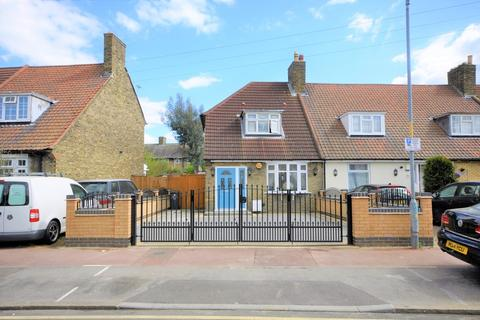 2 bedroom end of terrace house for sale - Downing Road, Dagenham