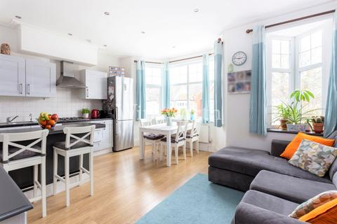 2 bedroom flat for sale - Kingsley Road, London, N13