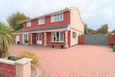 4 bedroom detached house for sale - Glebe Close, Lowestoft