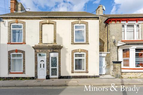 3 bedroom terraced house for sale - Crown Street West, Lowestoft