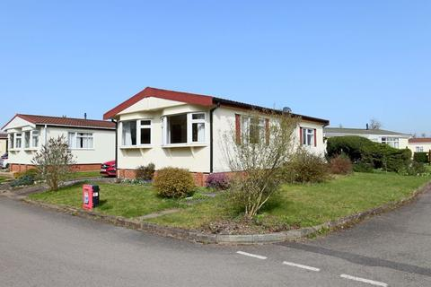 2 bedroom detached bungalow for sale - Lodgefield Park, Stafford
