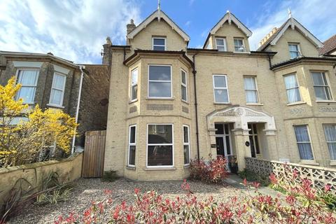 6 bedroom terraced house for sale - London Road South, Lowestoft