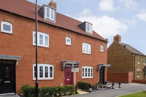 3 bedroom terraced house for sale - Miranda Lane, Brackley