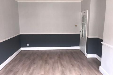 3 bedroom apartment to rent - Banchory Avenue, Eastwood, Glasgow