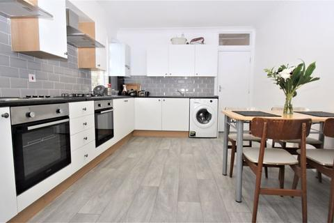 Property to rent - Imperial Road, Bounds Green / Wood Green N22
