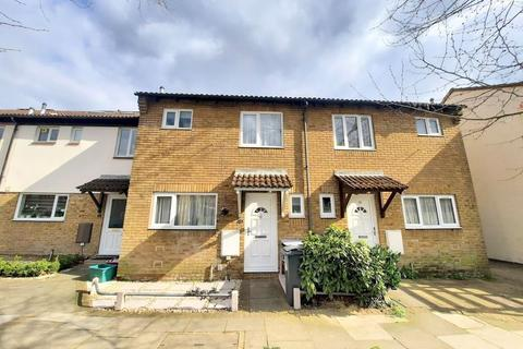 3 bedroom semi-detached house for sale - Stone Crescent, Feltham