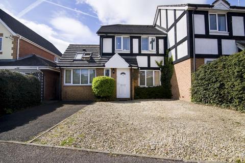 4 bedroom semi-detached house for sale - Redwood Drive, Aylesbury