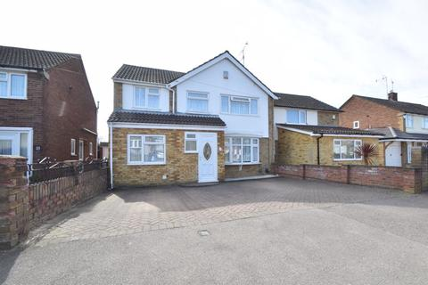 4 bedroom semi-detached house for sale - Watermead Road, Luton
