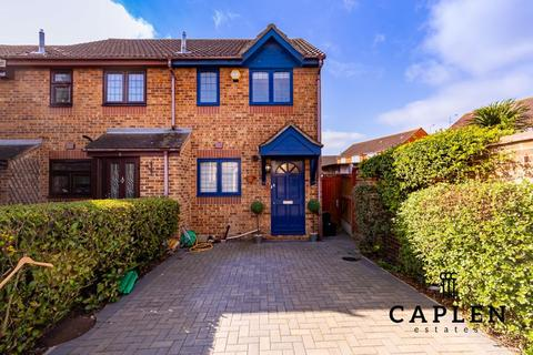 2 bedroom end of terrace house for sale - Cumberland Close, Ilford